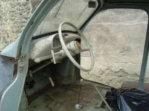 Renault 4cv poupette d but de la restauration for Interieur 4cv